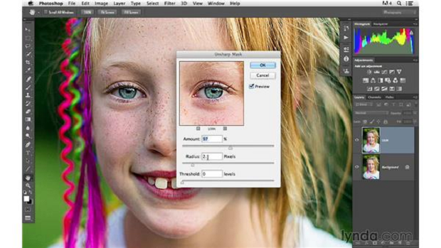 An unsharp mask filter being applied to an image in Photoshop