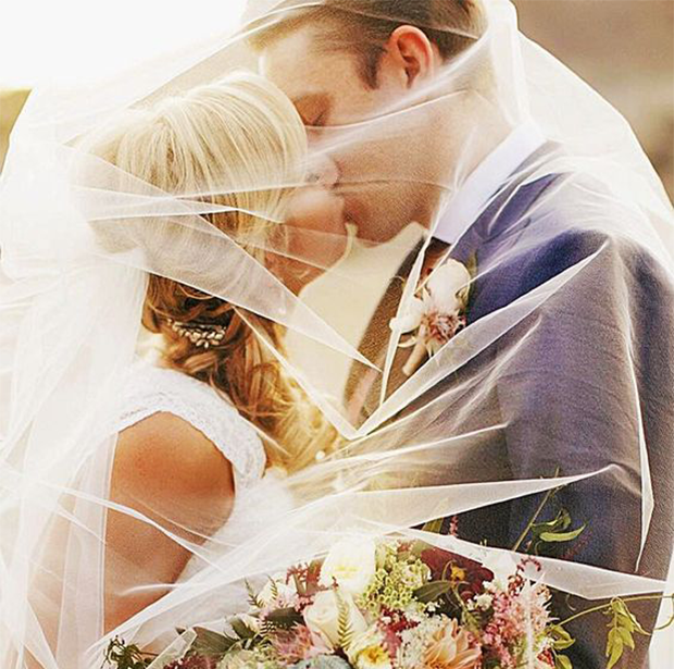 kissing wedding pose