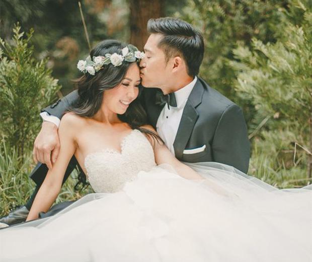 forehead kiss wedding pose for wedding photographers
