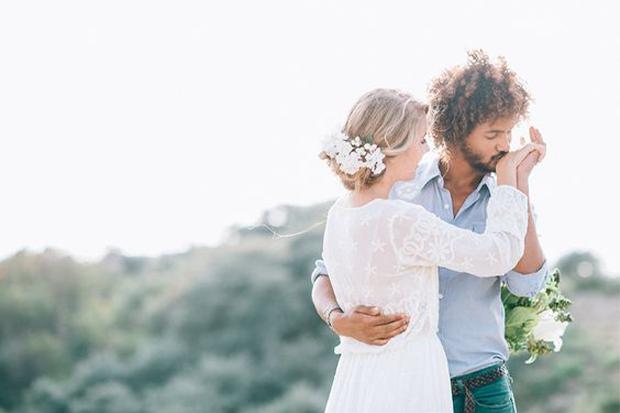 hand kiss wedding pose for wedding photographers